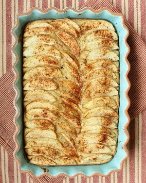 Almond Apple Cake | runningtothekitchen.com