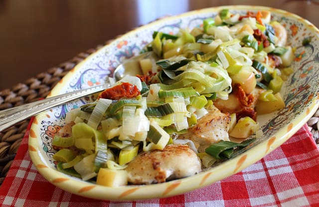 Chicken with Leeks Apples and Sun-dried Tomatoes