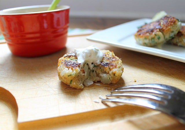 Quinoa cakes with sour cream topping