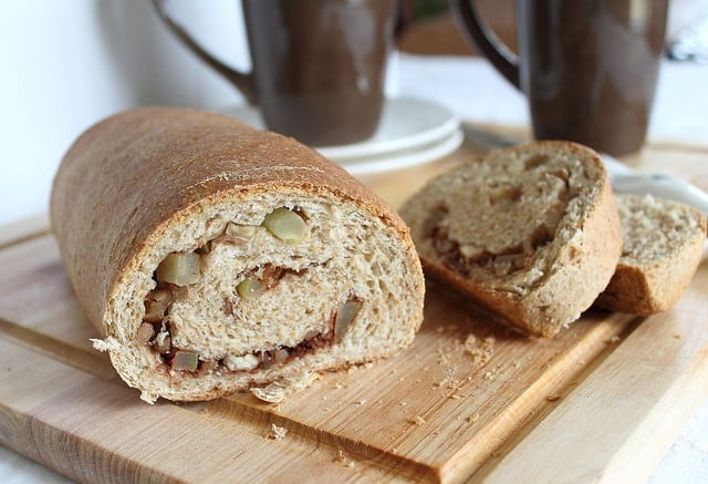 Whole wheat apple cinnamon roll bread
