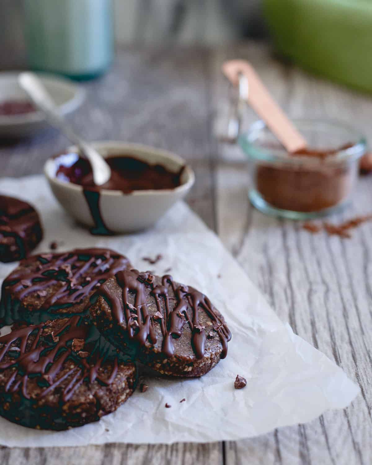 These raw brownie bites are paleo, gluten-free and vegan. Kick that chocolate craving with these healthy bites!