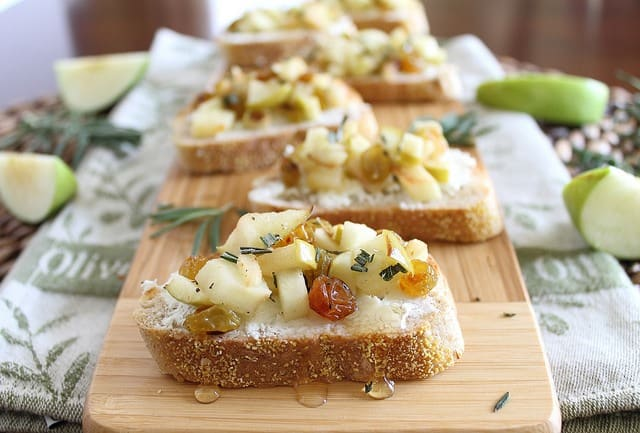 Rosemary apple and goat cheese crostini
