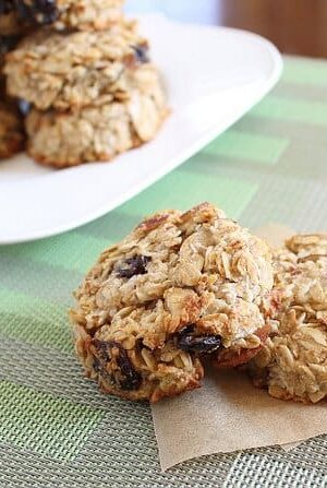 healthy breakfast cookies with almonds