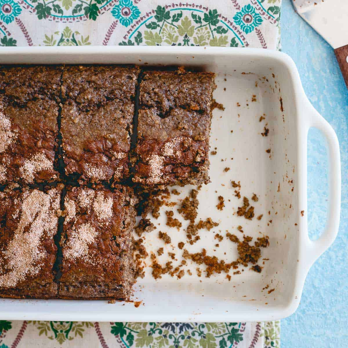 A healthy snack that tastes like coffee cake! You can't go wrong with these high protein cinnamon cake bars.