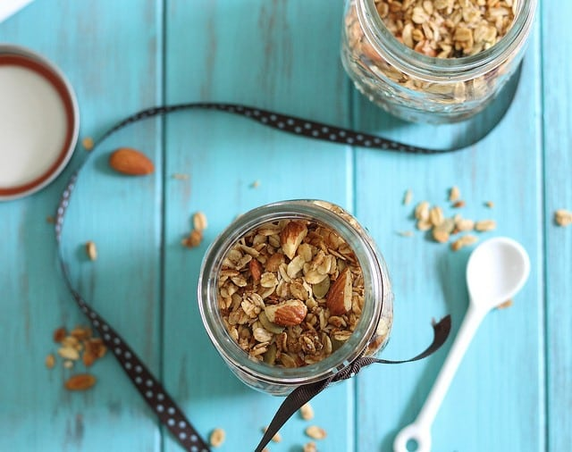 Almond granola with coconut