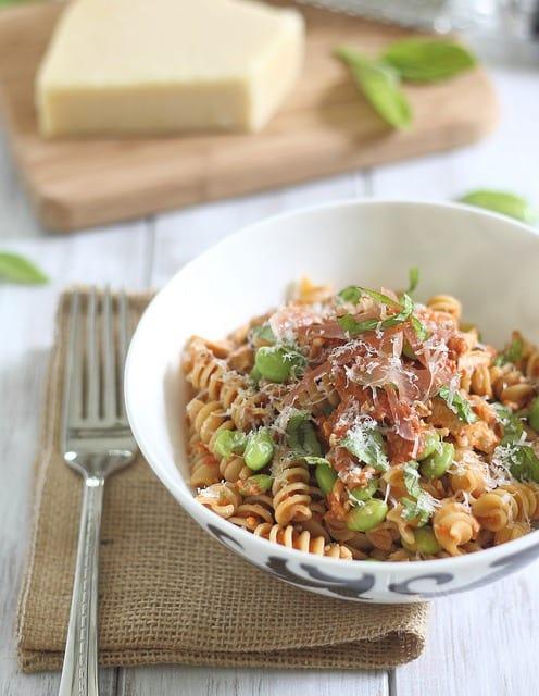 pesto pasta with prosciutto