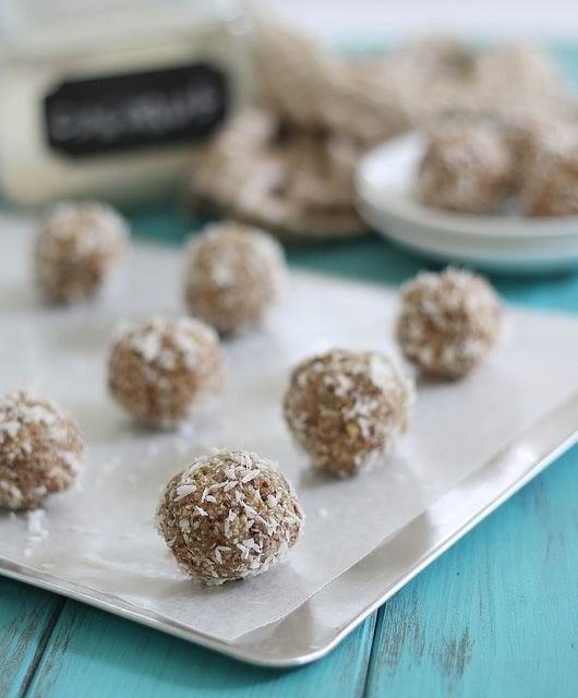 Paleo coconut nut balls