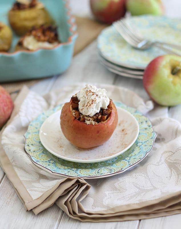 Stuffed apples with coconut cream