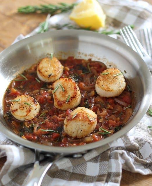 Lemony tomato herb scallops