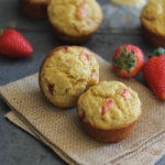 Strawberry-Corn-Muffins-200