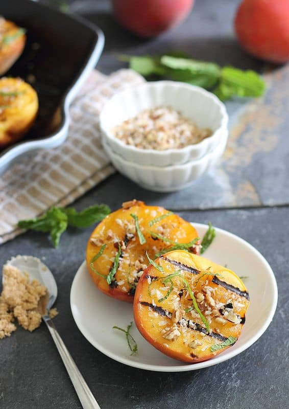 Grilled peaches with brown sugar crumble
