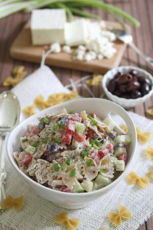 Greek Pasta Salad | runningtothekitchen.com