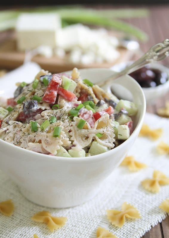 Greek Pasta Salad | runningtothekitchen.com
