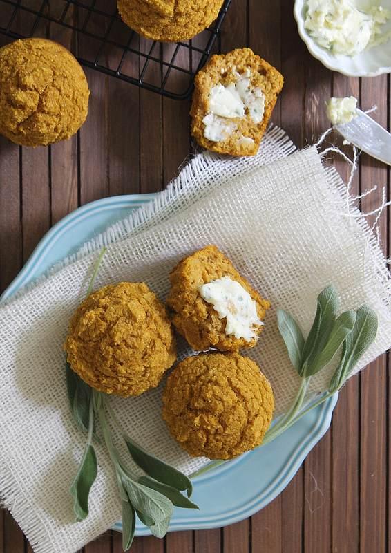 Pumpkin Corn Muffins | runningtothekitchen.com