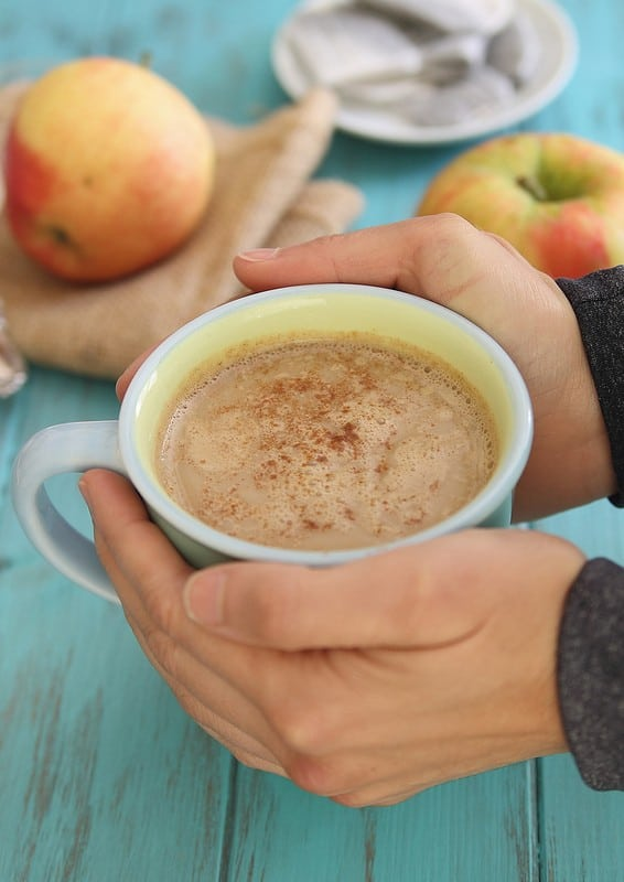 Apple Cinnamon Tea Latte | runningtothekitchen.com