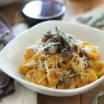 Creamy-Butternut-Squash-Pasta-with-Sage-Mushrooms-600x350-300x175