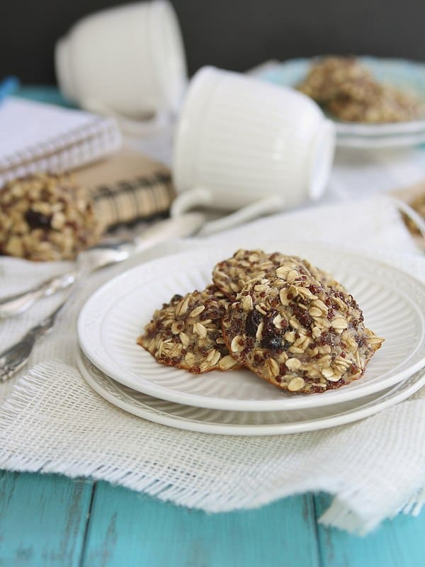 These easy 5-ingredient quinoa breakfast cookies are made with oats and raisins. They're the perfect on the go healthy and easy breakfast treat.