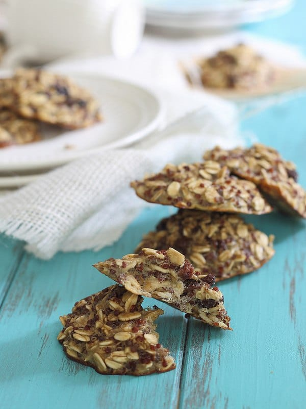 Quinoa Breakfast Cookies with Oatmeal and Raisins are healthy, quick and easy!