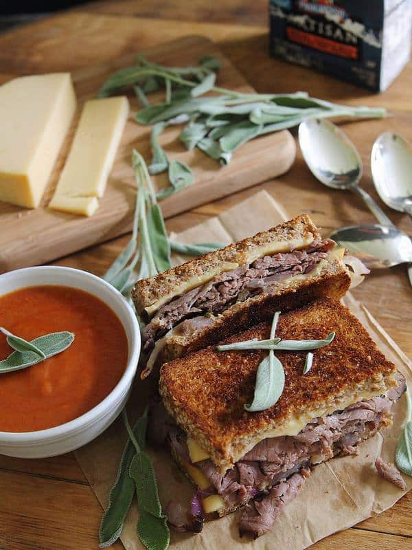 Roast Beef and Smoked Gouda Grilled Cheese | runningtothekitchen.com