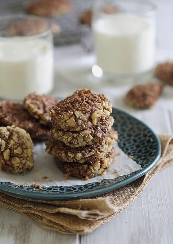 Chocolate Cashew Cookies | runningtothekitchen.com