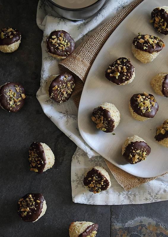 Dark Chocolate Dipped Orange Macaroons | www.runningtothekitchen.com
