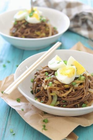 Soba noodles with onions, leeks and hardboiled eggs