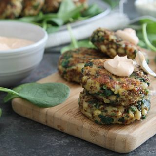 Spinach and Cheddar Quinoa Cakes with Creamy Buffalo Dip
