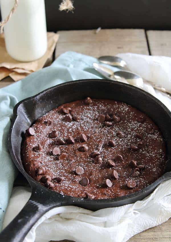 This fudgy paleo skillet brownie is completely decadent and chocolatey and with no added sugar!