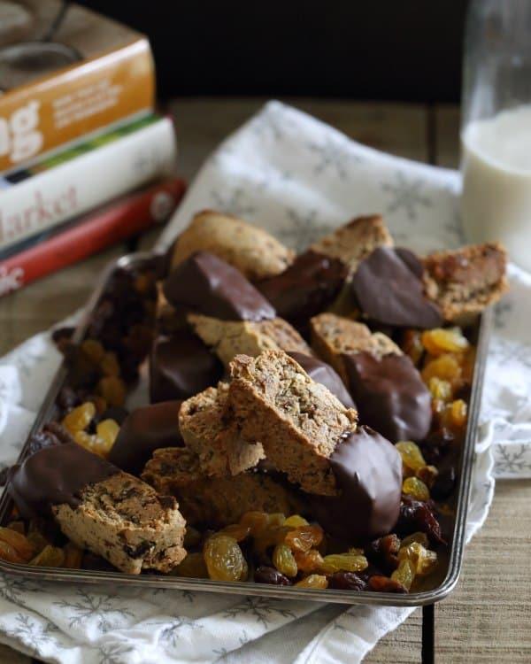 Dark chocolate rosemary raisin biscotti 1 optimized
