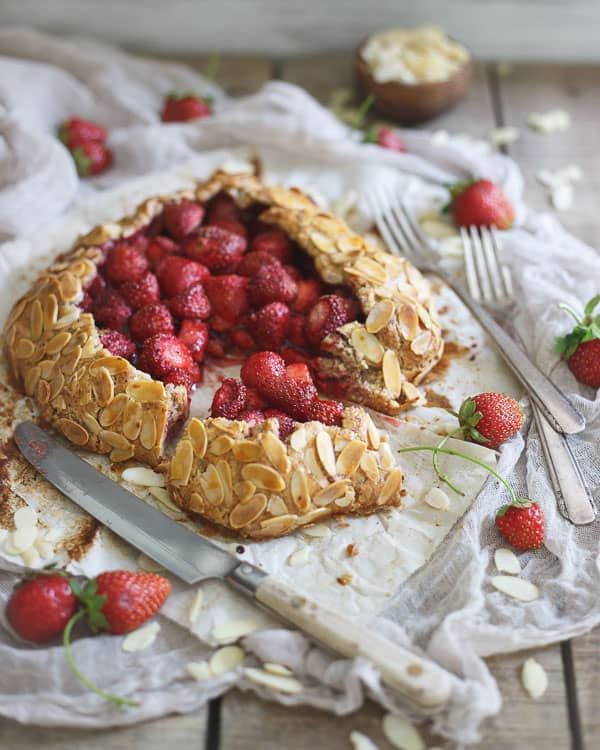 Paleo Strawberry Almond Galette will impress everyone with it's gorgeous appearance and delicious taste.