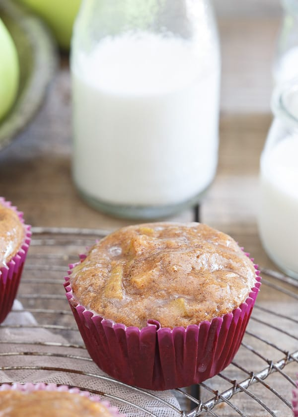 These apple fritter muffins are made with tiger nut flour and oil for ...