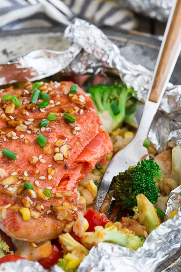 Sriracha honey salmon veggie packets