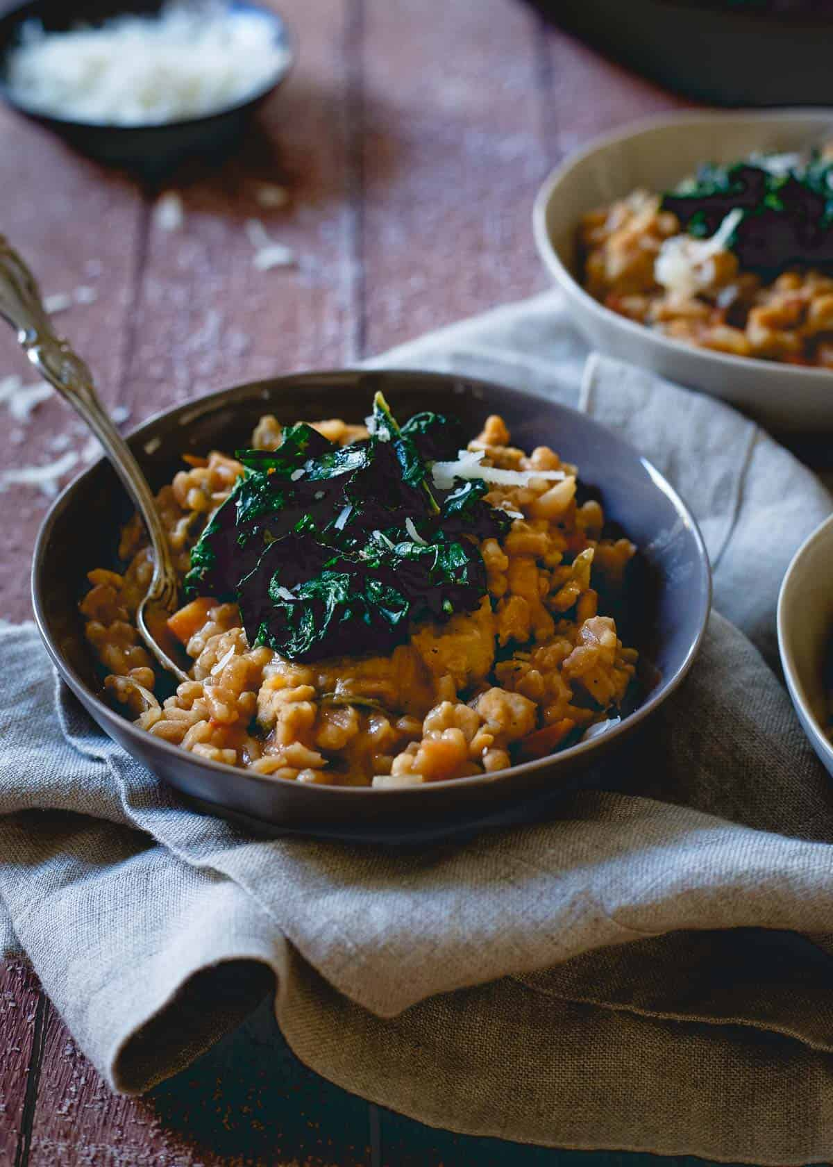 This Tuscan white bean farro risotto uses white bean soup for a warm, comforting and hearty dish perfect for those cold winter months.