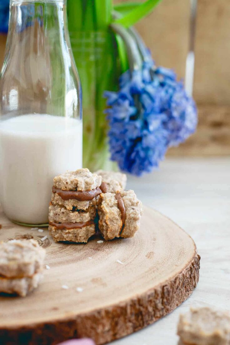 These banana macaroon sandwich cookies are filled with a decadent chocolate hazelnut spread and with just 5 ingredients, they're so simple to make!