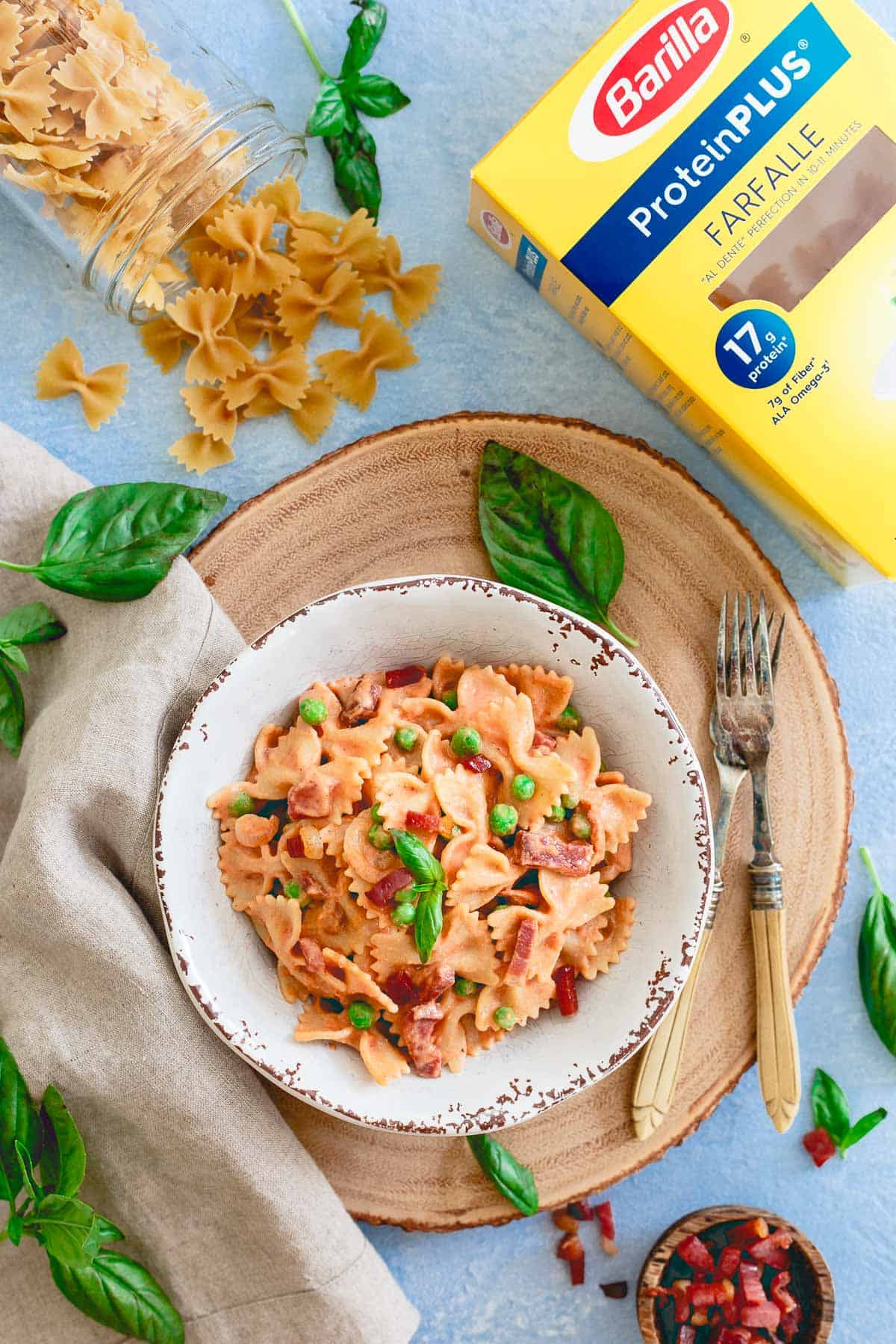 An easy healthier creamy tomato sauce is made in minutes in your blender in this protein packed pasta dish ready in just 20 minutes!
