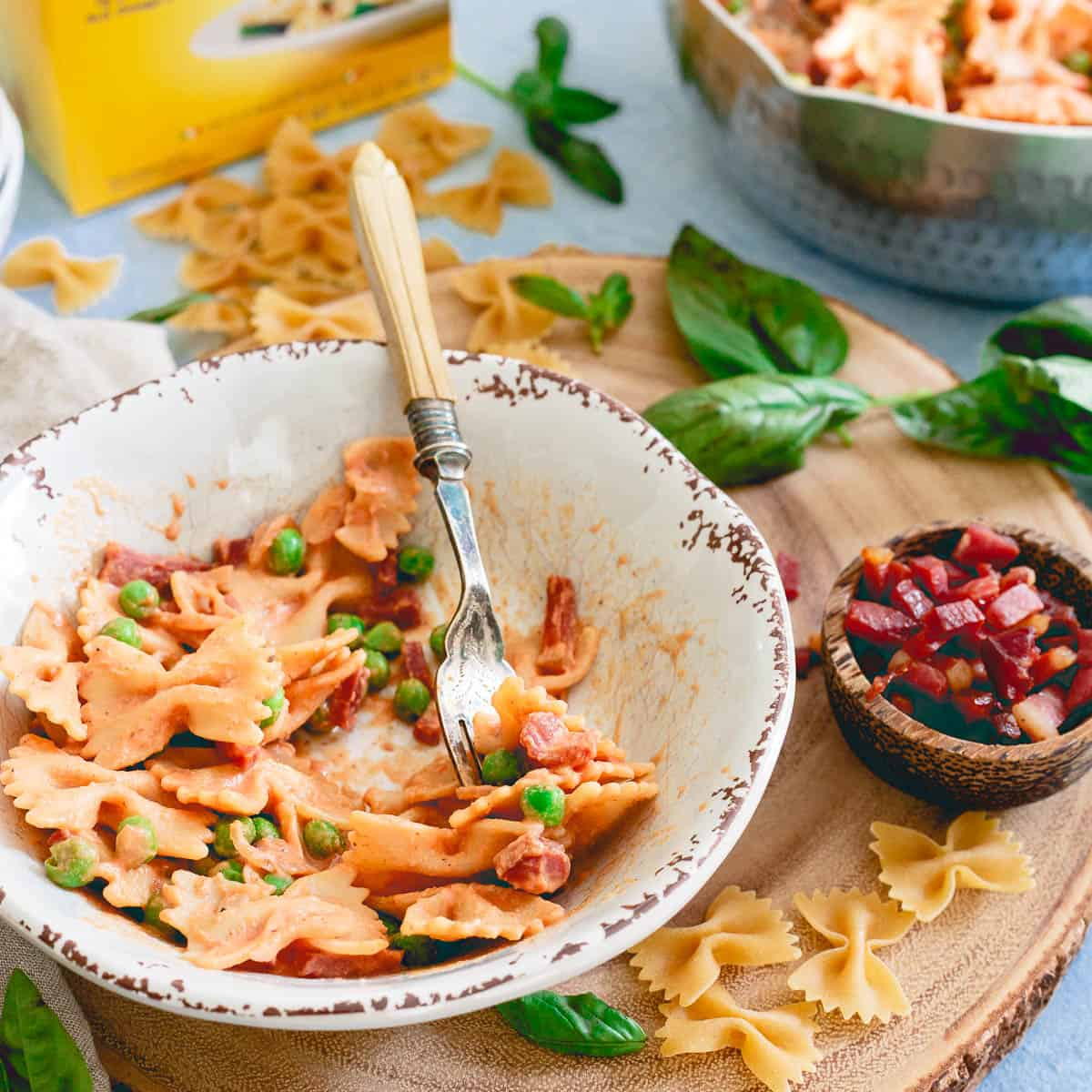 Protein packed pasta with peas and crispy prosciutto is a 20 minute meal with a healthy twist!