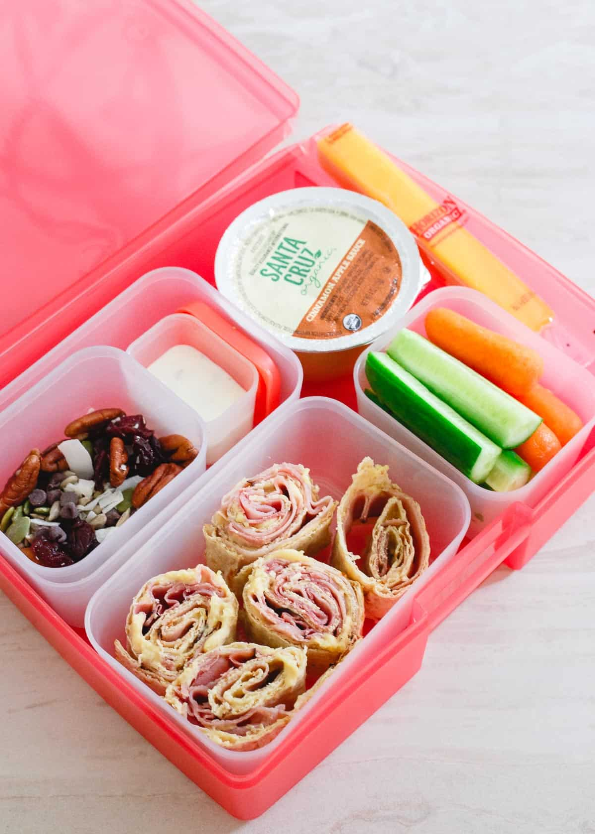 Simple lunchbox ideas including a recipe for an easy trail mix your kids will love is just in time for back to school!