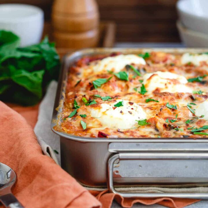 This spaghetti squash baked ziti is a healthier twist on the classic Italian dish yet still packed with that hearty, comforting and cheesy taste you love.