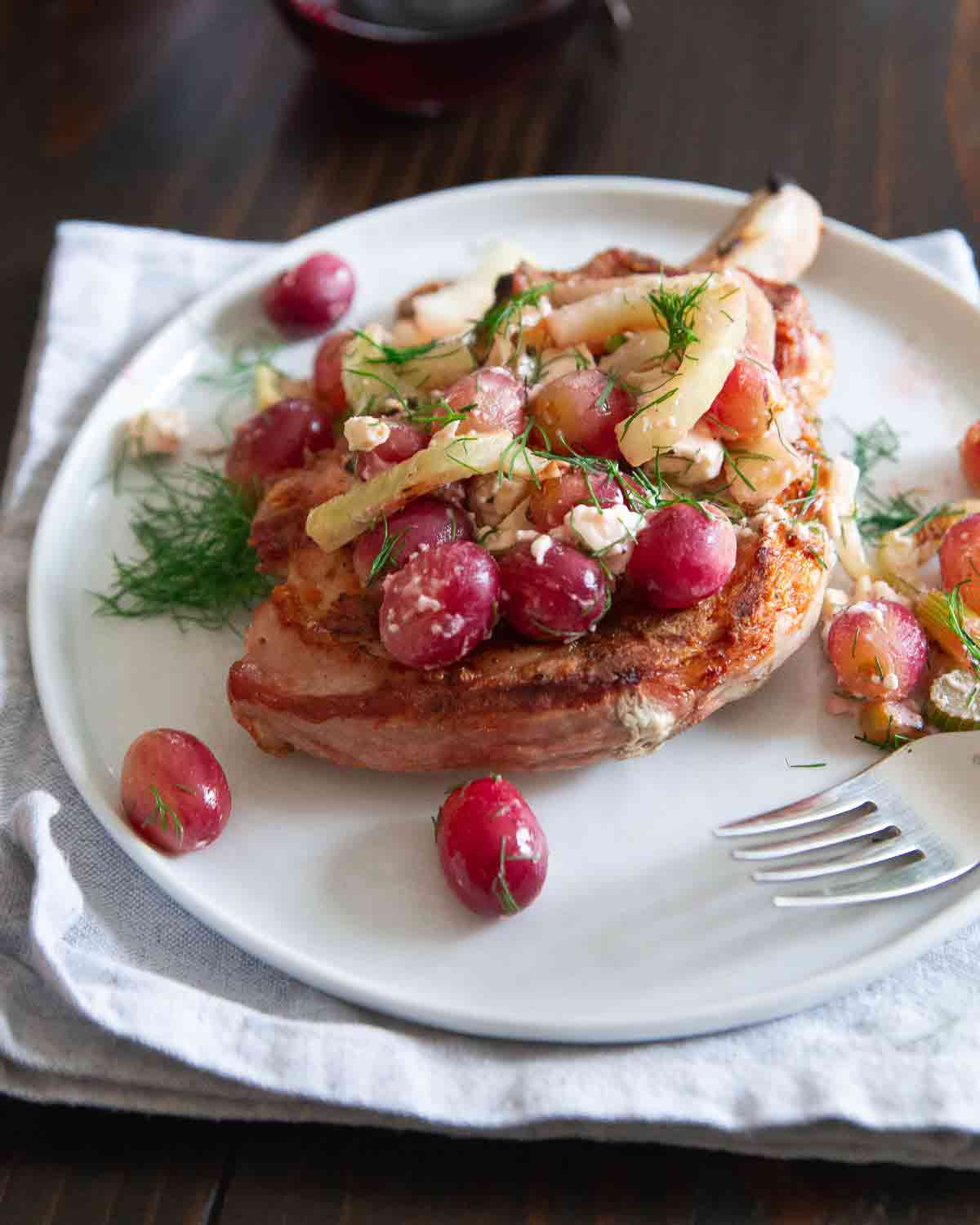 Looking for a meal to impress that's super easy and made all on the grill? Try these grilled pork chops with fennel and grapes.