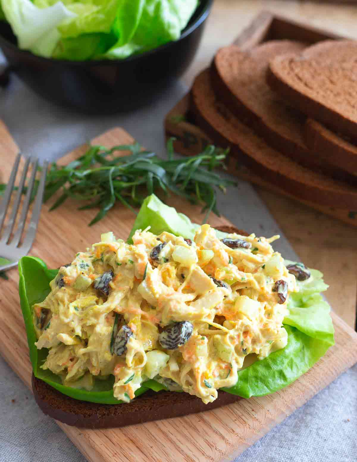 This chicken salad with turmeric uses fresh turmeric root for a nutritious anti-oxidant boost to this creamy, crunchy, gluten-free lunch salad.