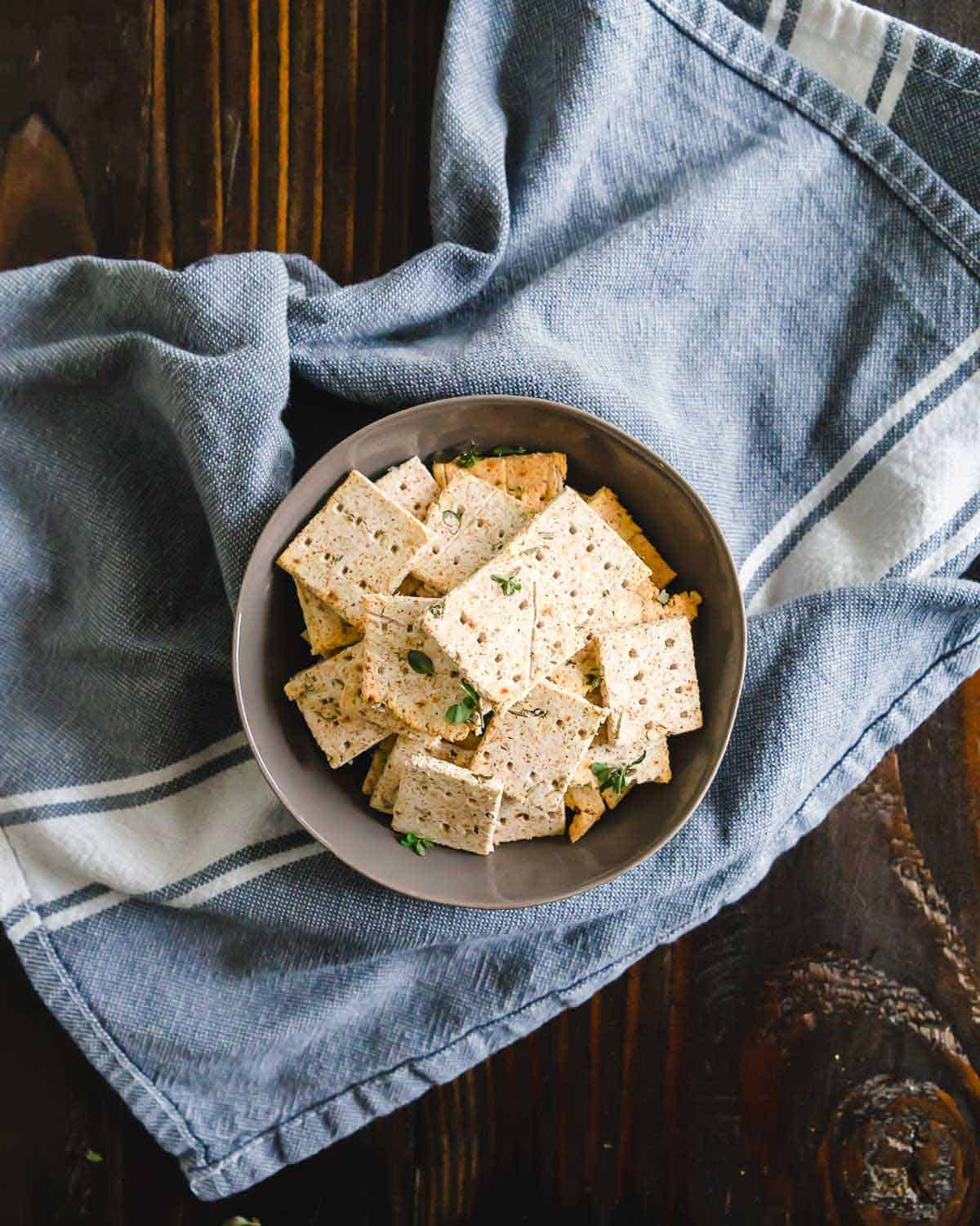 Repurpose almond pulp into these easy homemade almond pulp crackers - vegan and gluten free!