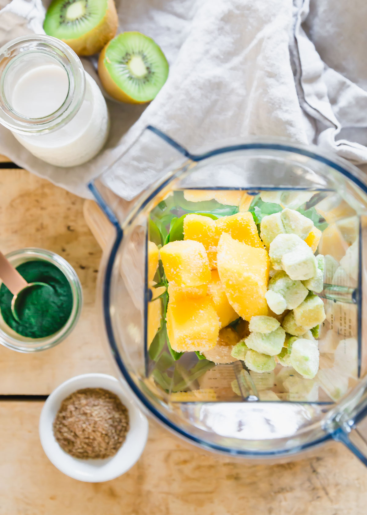 ingredients to make a spirulina smoothie in blender
