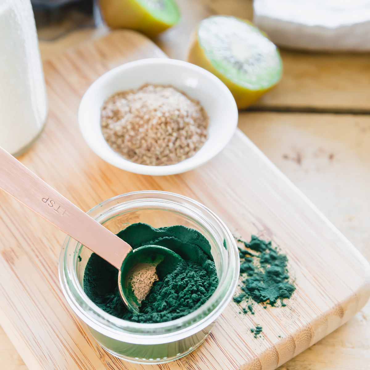 blue-green spirulina powder to make a spirulina smoothie