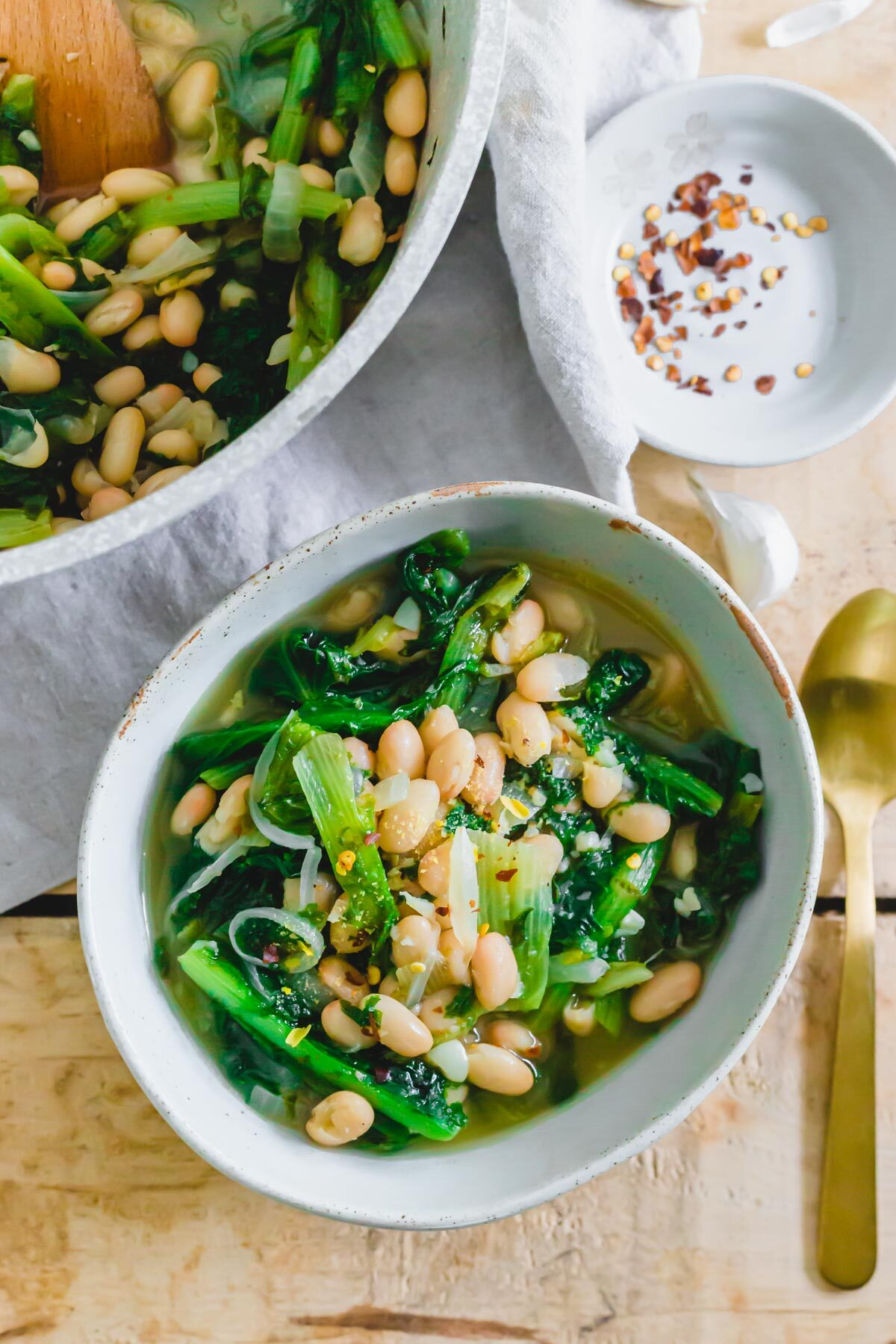 How to make escarole and beans with simple ingredients at home.